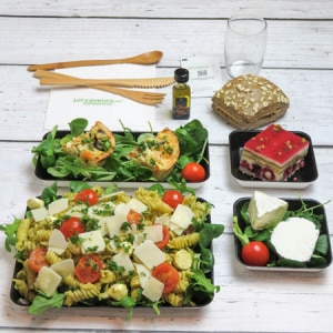 plateau-repas-salade-pâtes-pesto